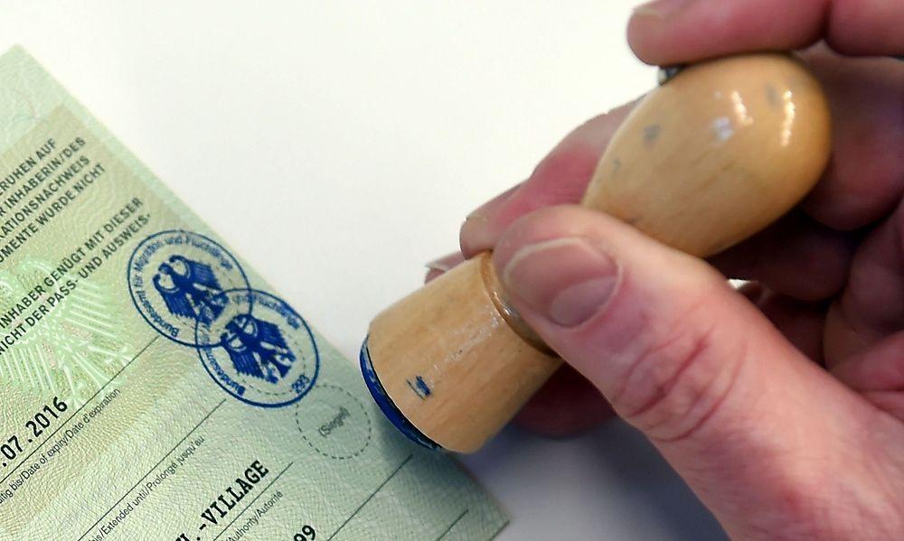 Flüchtlinge verkaufen deutsche Papiere im Internet