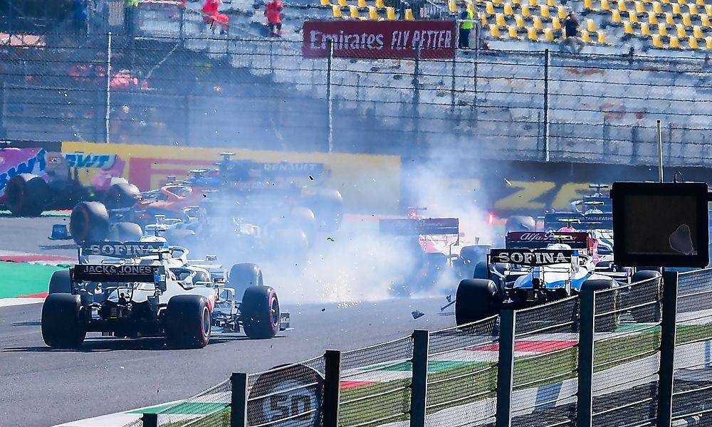 Sieg für Hamilton in Crash-GP