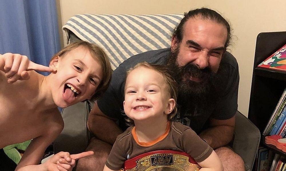 Jon Huber mit seinen zwei Söhnen