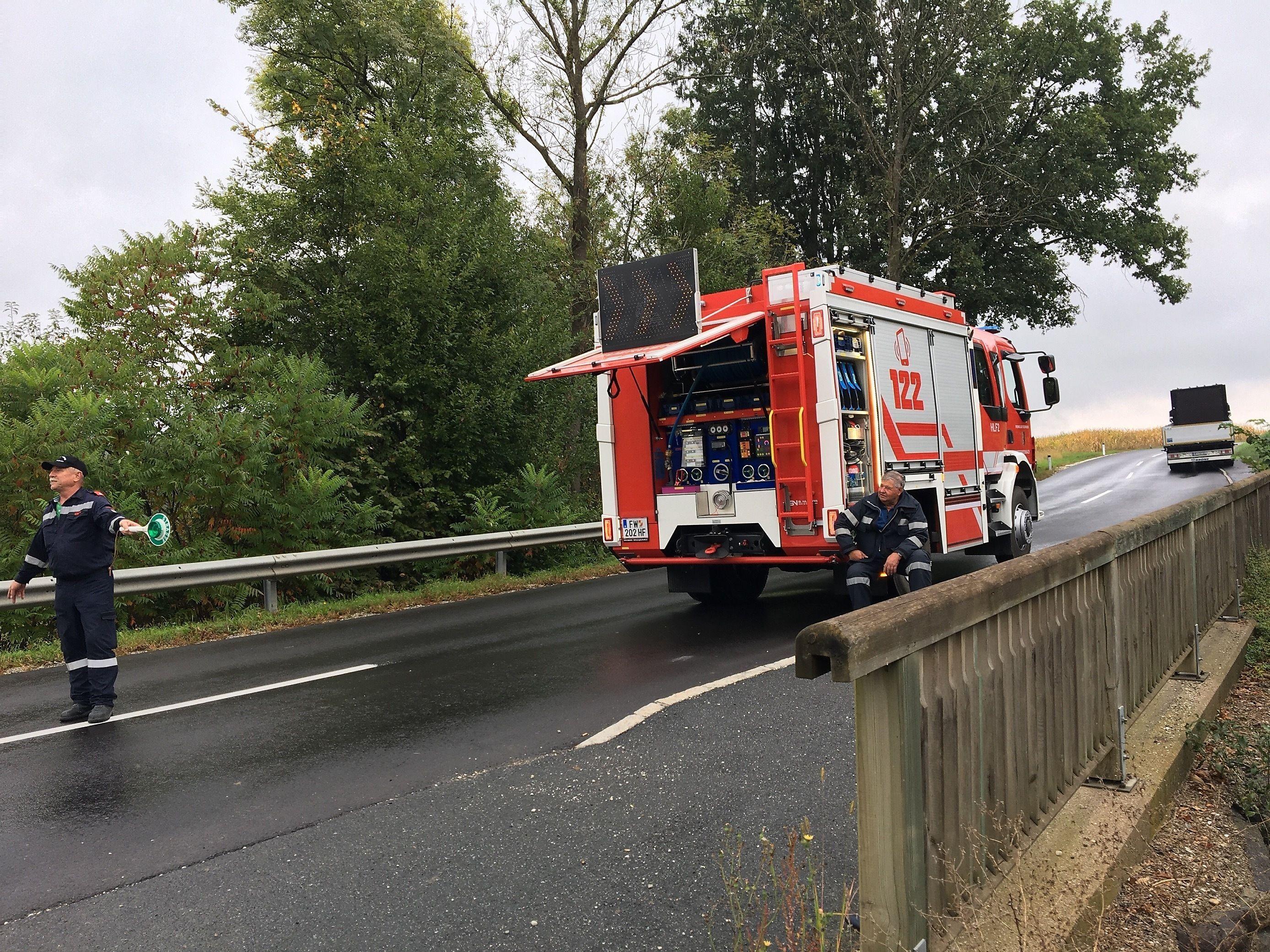Lkw kollidiert bei Hartberg mit Reisebus