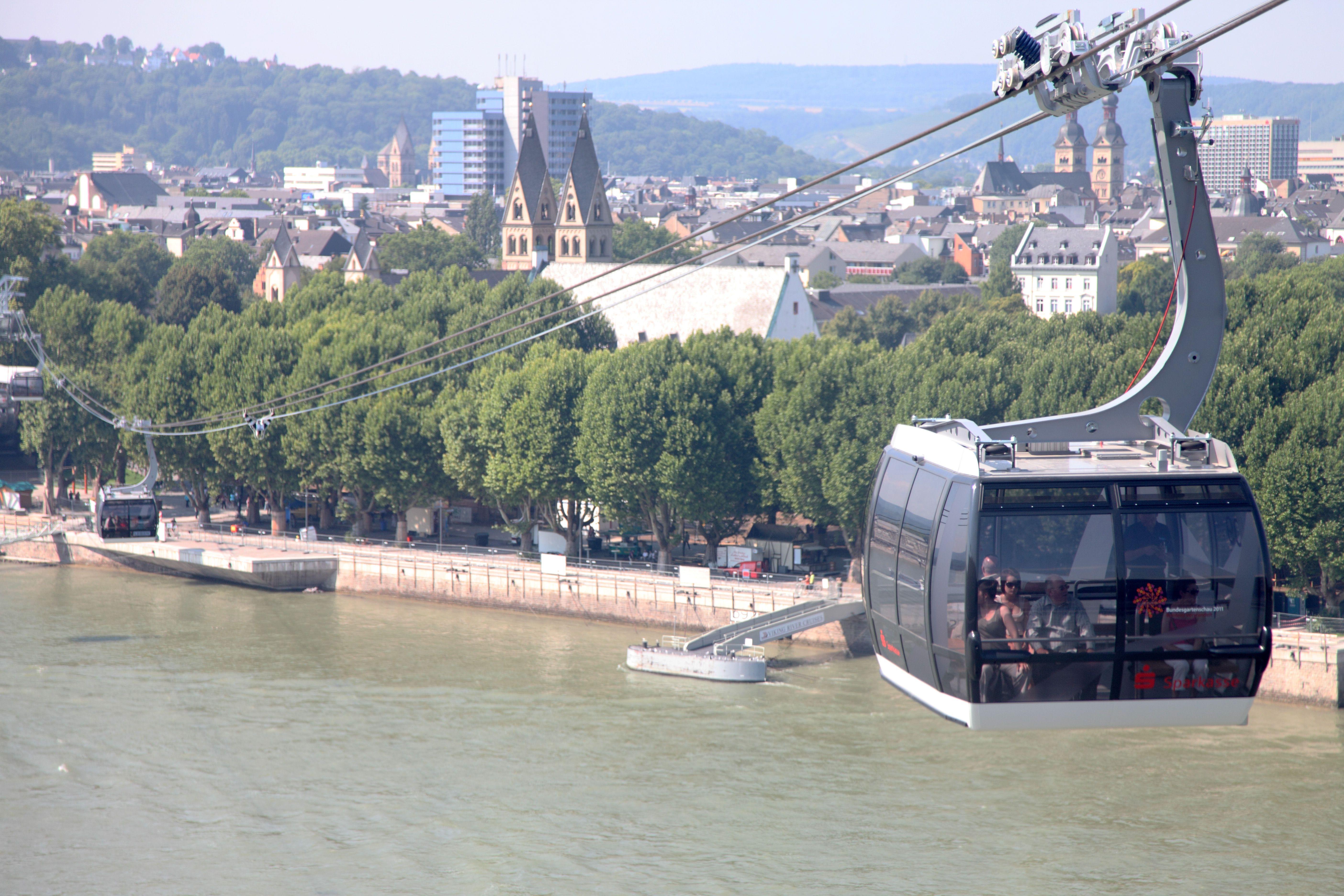 Schweben über dem Rhein: die Seilbahn Koblenz verbindet das Konrad-Adenauer-Ufer mit der Ehrenbreitsteiner Festung