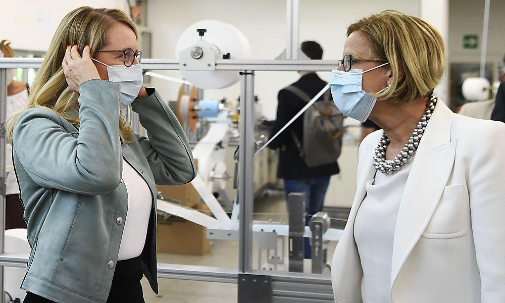 CORONAVIRUS: PRAeSENTATION PALMERS, LENZING AG 'START EINER MASKENPRODUKTION' - SCHRAMBOeCK/MIKL-LEITNER