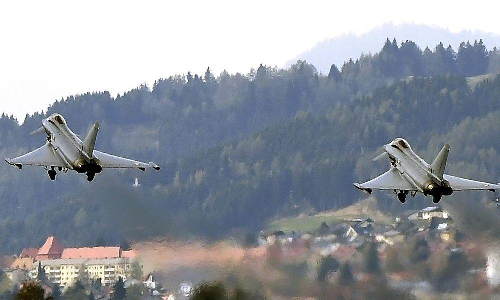 Eurofighter üben Abfangmanöver im Überschallbereich
