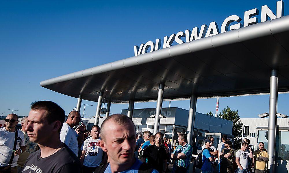 VW-Mitarbeier erhalten um 14,2 Prozent mehr Lohn