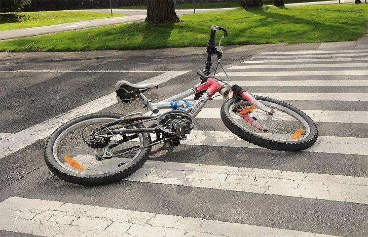 totos kind bekommt ein fahrrad