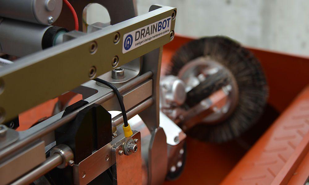 Der Drainbot wird dauerhaft in das Abwassersystem der Tunnel eingebaut und kann die Drainagen permanent frei von Sedimenten halten
