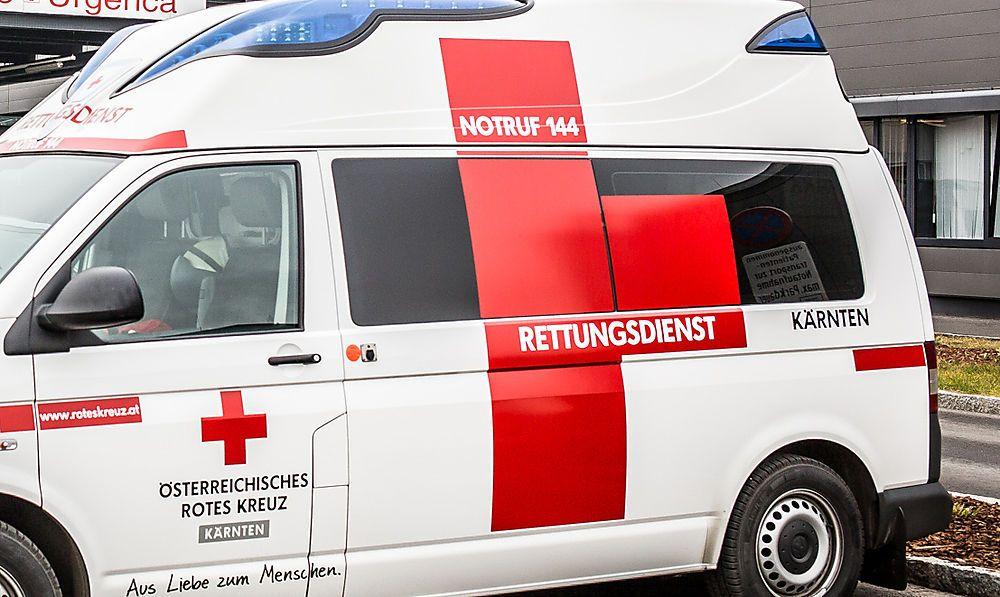 Pensionist stürzte bei Reparaturarbeiten von Dach