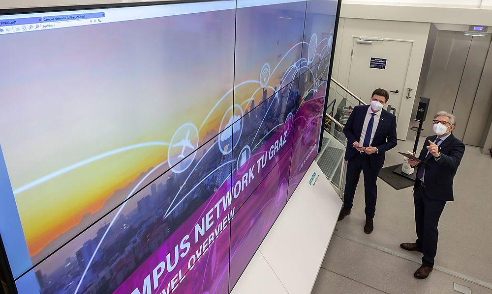 TU professors Rudolf Pichler and Franz Haas have built a 5G test factory at TU Graz