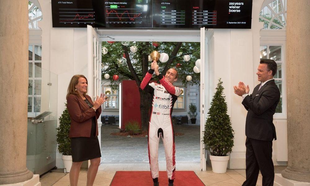 Andrea Herrmann (CFO Wiener Börse), Ferdinand Habsburg-Lothringen (Rennfahrer und Maria Theresia-Nachfahre) und Christoph Boschan (CEO Wiener Börse)