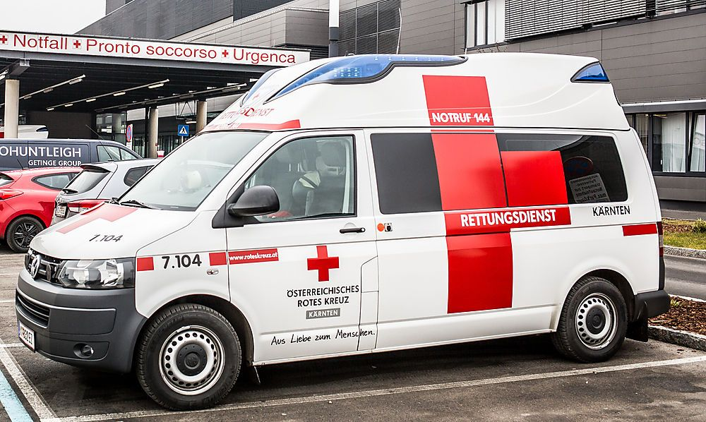 Unfall bei Abbiegemanöver: Drei Verletzte