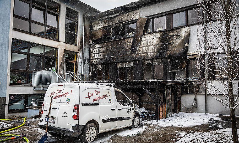 16-Jähriger legte Feuer: Schule in Flammen