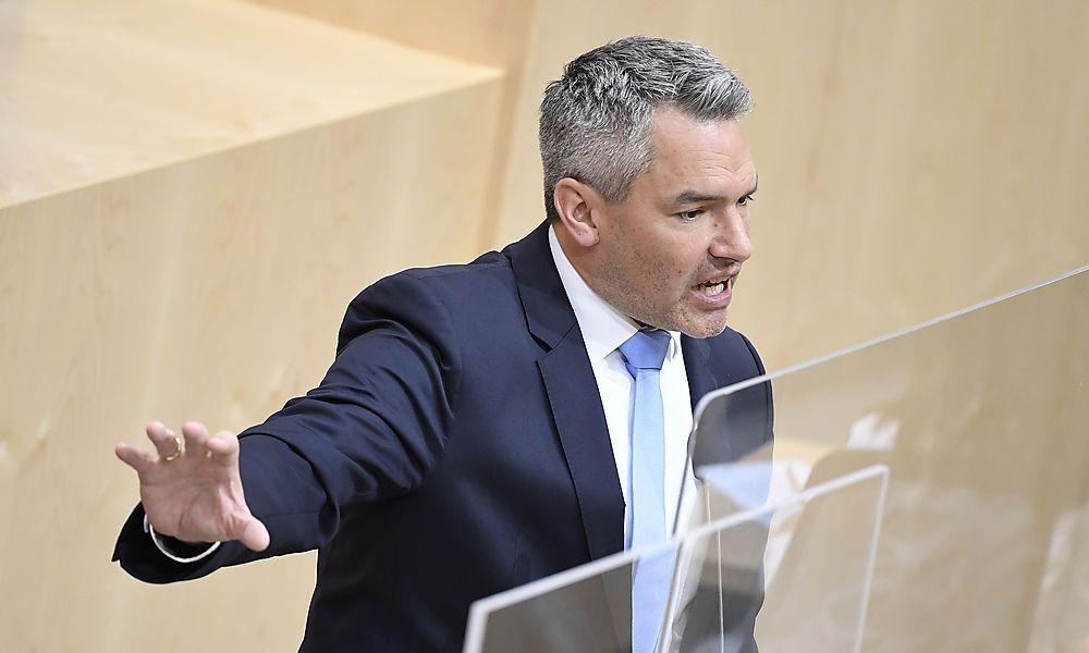 """""""Totalversager"""" versus """"Sponge Bob der Innenpolitik"""""""