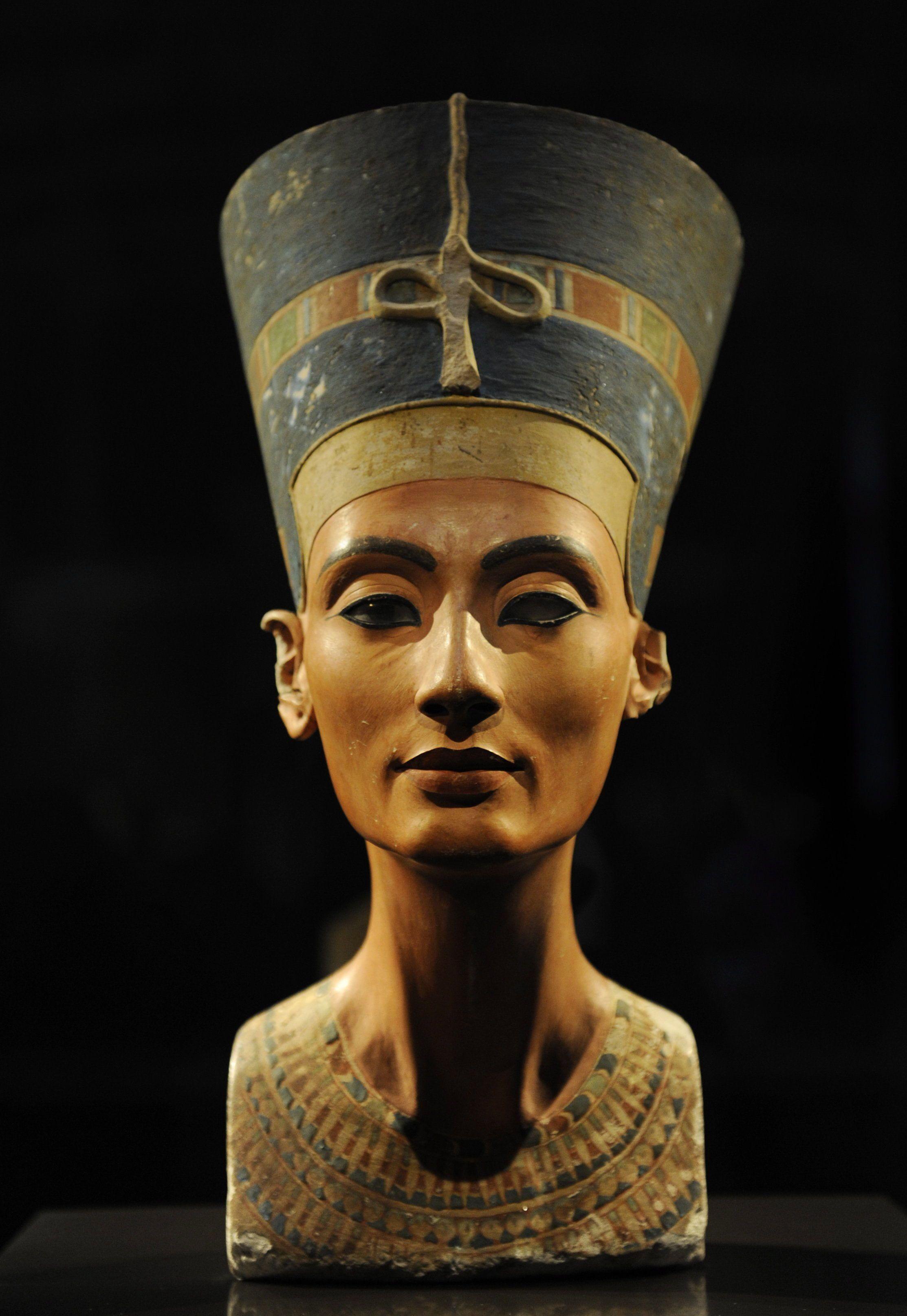 Die ägyptische Pharaonen-Büste der Nofretete