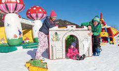 Schneeabenteuer in der 20.000 m² großen Unterhaltungsarena Piana dell' Angelo in Tarvis mit Snowtubing, Hüpfburgen, ... / Bild: KK