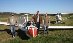 Super Team: Fluglehrer Albert Schuch, Wallner-Unterkircher, Fluglehrer Walter Tomaschitz und Schlepppilot Andreas Fleischhacker (von links) / Bild: Privat