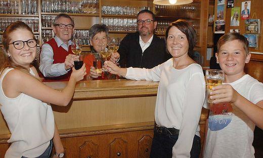 Drei Generationen: Hannah Juritsch, Walter und Isolde Raunig, Heimo mit Birgit Juritsch und Paul Juritsch (von links)