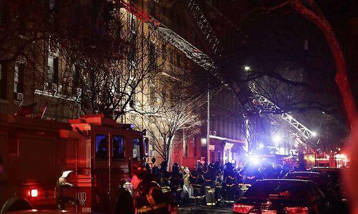 Mindestens zwölf Personen sterben bei Brand in New Yorker Wohnhaus