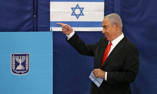 Die rechtskonservative Likud-Partei des Regierungschefs Benjamin Netanyahu ist bei Israels vierter Parlamentswahl binnen zwei Jahren laut Prognosen stärkste Kraft geworden