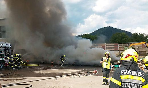 Brand in Recyclingfirma in St. Michael