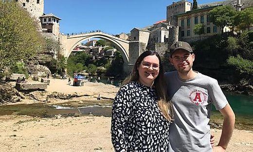 Die Steirer Tamara und Uwe Zehentner leben seit vier Jahren in Mostar und sind zur Gratis-Impfung nach Serbien gefahren