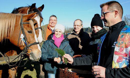 Pfarrer Robert Strohmaier segnete jedes Pferd