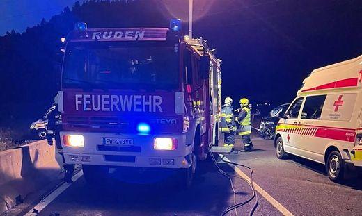 Drei Feuerwehren aus dem Bezirk standen Montagabend im Einsatz