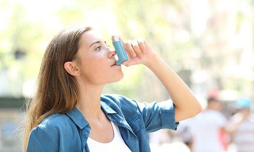 Heiß diskutiert: der Asthmaspray als mögliches Heilmittel gegen das Virus.
