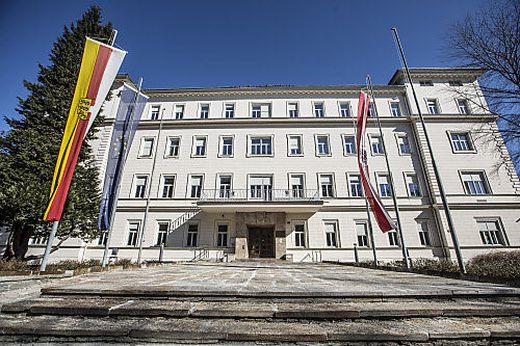 "Ab 2018 gibt es im Landesdienst 255 Beamte in der ""Hofratsklasse"""