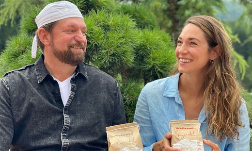 Hannes und Anna Weissensteiner gründen das Start-Up WeBread, um Brotbackmischungen für Zuhause anzubieten. Die 90-jährige Tradition der Bäckerei Weissensteiner trifft auf Innovation.
