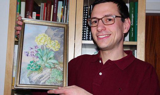 Alexander Schein mit dem Bild der Künstlerin Marie Kartsch