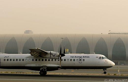 Iranisches Flugzeug prallt gegen Berg und stürzt ab - alle 66 Insassen sterben