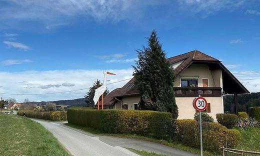 7,09 Meter hoch ist der Storch, der derzeit in Mellach steht