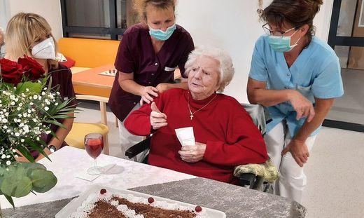 Maria Hübl feierte mit Gratulanten und Torte ihren 100. Geburtstag im Haus Sonnhang