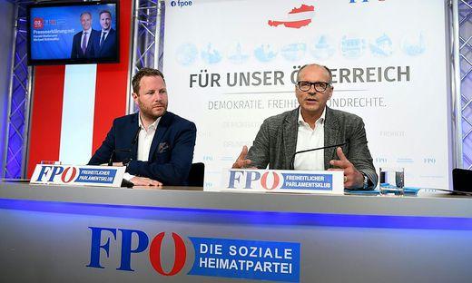 Der statutenmäßige Obmann Stefan und Generalsekretär Schnedlitz