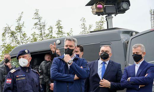 Nehammer zu Besuch bei heimischen Beamten in Nordmazedonien.