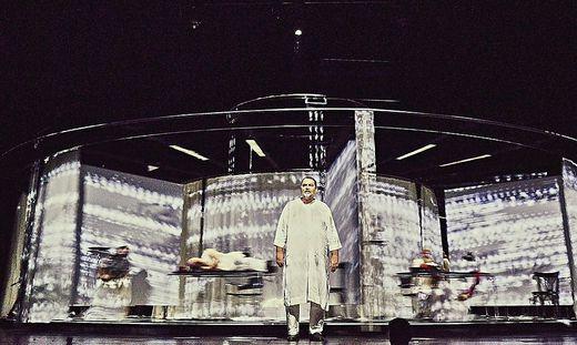 """Alles dreht sich, alles ist mit allem verwachsen: Andreas Beck in """"Die Politiker"""" am Wiener Volkstheater"""