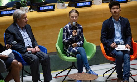 Greta Thunberg (Mitte), UN-Generalsekretär Antonio Guterres (l.)