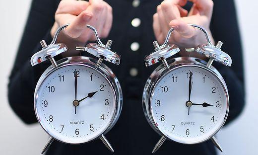Am 27. Oktober werden Uhren von 3 Uhr auf 2 Uhr zurückgestellt