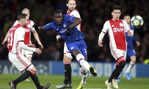 Kurt Zouma (in blau) tanzte die Ajax-Mannschaft aus