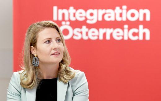 """Susanne Raab: """"Es ist wichtig zu zeigen, dass radikale Moscheen in Österreich keinen Platz haben"""""""