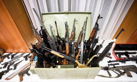 Ein Teil der sichergestellten Schusswaffen