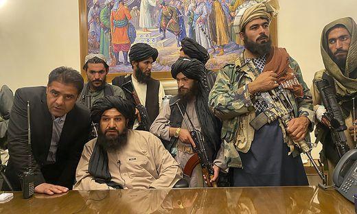 Bewaffnete Kämpfer besetzten den Präsidentenpalast in der Hauptstadt