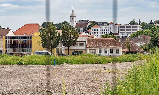 Auf diesem tausende Quadratmeter großen Areal in Mattersburg sollte das Millionenprojekt der Stadt mit der Commerzialbank entstehen