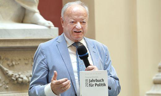 PRAeSENTATION 'OeSTERREICHISCHES JAHRBUCH FUeR POLITIK': KHOL