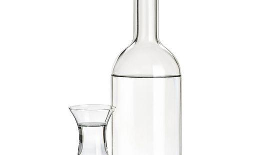 In Schnapsflasche (Symbolfoto)  war ätzende Flüssigkeit