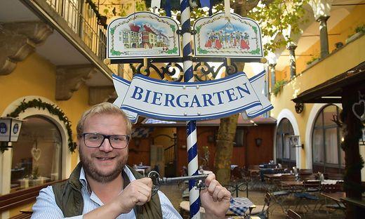 Philipp Landl in seinem Biergarten