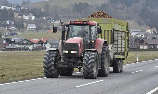 Traktor auf der Strasse