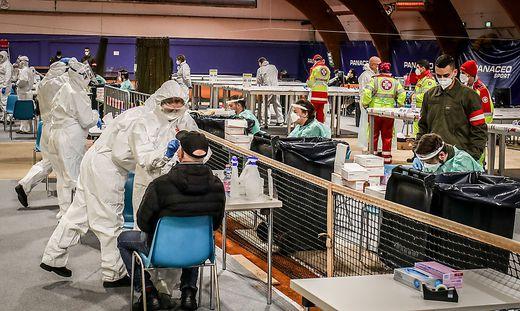 In Kärnten soll künftig permanent getestet werden können (Foto Massentestung in Villach)