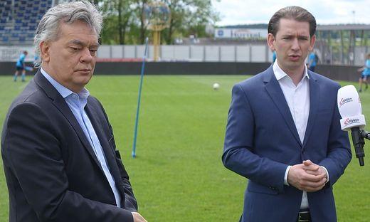 Seite an Seite unterwegs in der Oststeiermark, um an regionalen Beispielen die bevorstehende Öffnung zu dokumentieren: Vizekanzler Werner Kogler (Grüne) und Kanzler Sebastian Kurz (ÖVP)