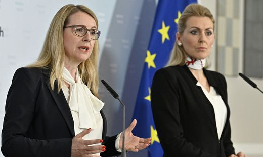 Wirtschaftsministerin Margarete Schramböck (ÖVP), Arbeitsministerin Christine Aschbacher (ÖVP)